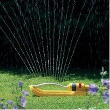 260m2 20 Jet Rectangular Water Sprinkler -  sprinkler hozelock rectangular 20 260m plus oscillating 2975